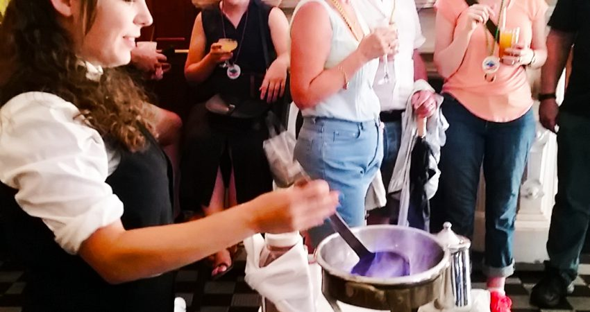 Cocktail walking tour in New Orleans